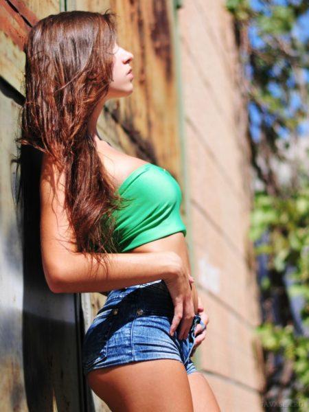 Девушки в шортах (41 фото)